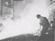 富士鉄の銑鉄湯出し風景